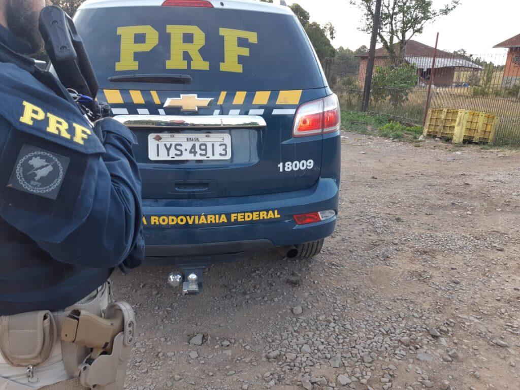 PRF prende criminoso em São Leopoldo procurado pela justiça por envolvimento em roubo de carga