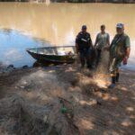 Redes de pesca são apreendidas no Rio dos Sinos, em São Leopoldo