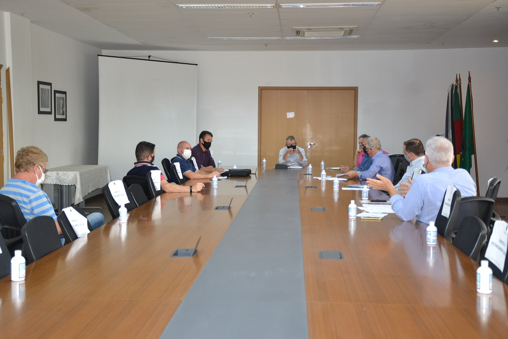 Liberação e regularização de alvarás foi a pauta entre Vanazzi e representantes do Sincontecsinos