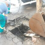 Detectado descarte irregular de óleo na rede de esgoto do bairro Scharlau