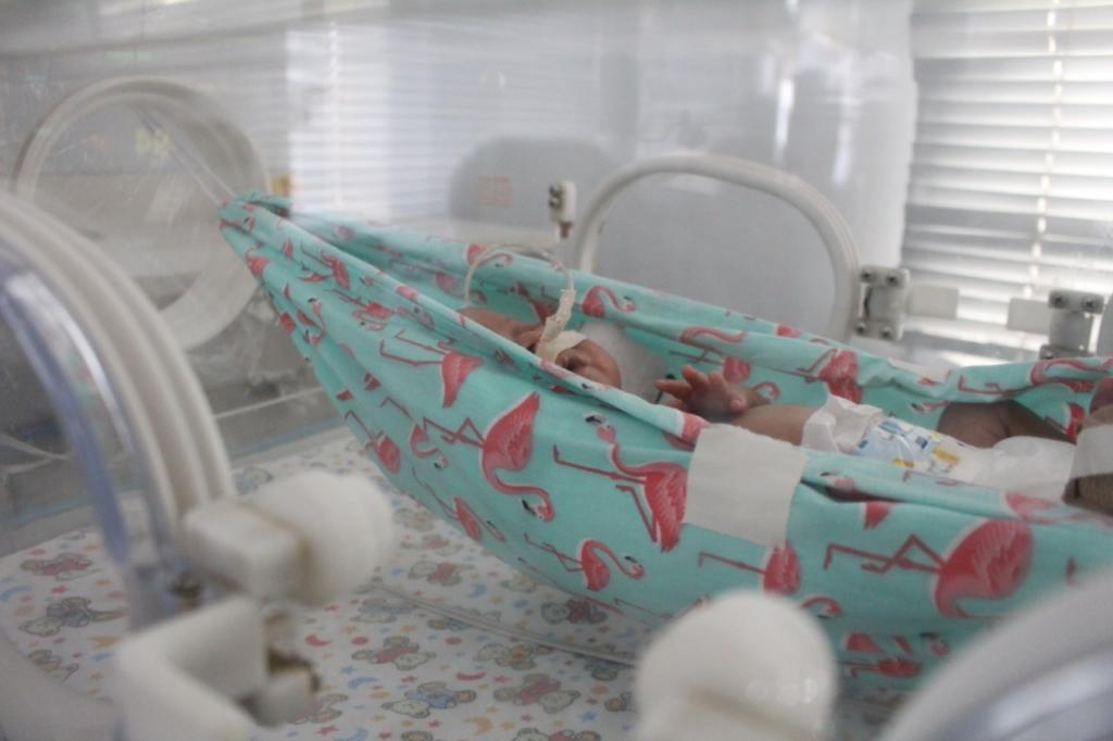 Tratamento acolhedor para os bebês da UTI Neonatal do Centenário