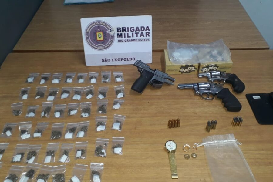 Dois homens são presos na Vicentina com droga, 1 pistola 9 mm, 1 revólver 38 mm e outro 32 mm