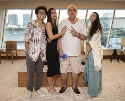 Ex-jogador Branco comemora aniversário em casa após receber alta