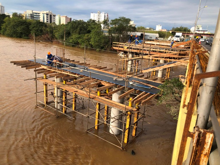 DNIT executa blocos, pilares e travessas da ponte sobre o rio dos Sinos na BR-116