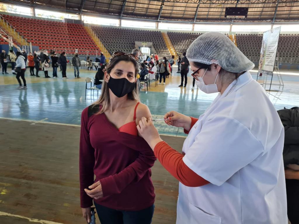 Vacinação em São Leopoldo chega para pessoas com 41 anos nesta quinta-feira (1°)