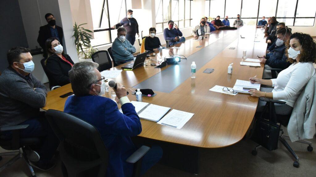 Vanazzi reúne base governista e faz a narrativa contra programa Assistir que reduz recursos para saúde