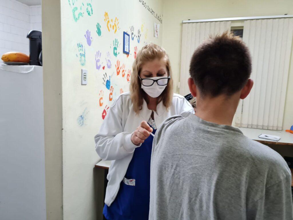 Estado distribui a SL mais 3.606 doses da Pfizer para aplicação em adolescentes de 17 anos sem comorbidades