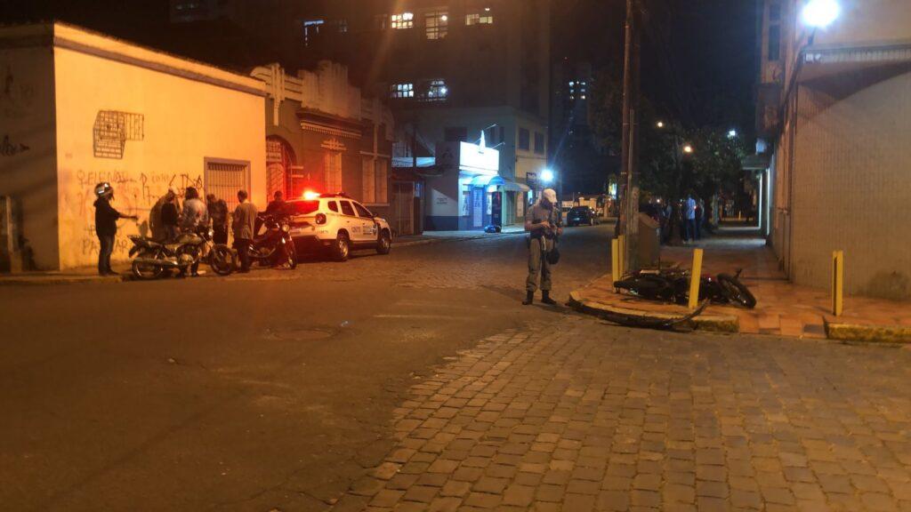Acidente na Lindolfo Collor com a São Paulo, em São Leopoldo, envolvendo motocicleta