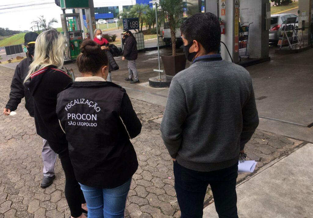 Procon de São Leopoldo fiscaliza postos que aumentaram a gasolina por causa da paralisação dos caminhoneiros