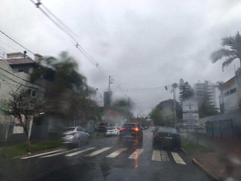 Previsão é ainda de muita chuva durante toda a terça-feira em São Leopoldo e região