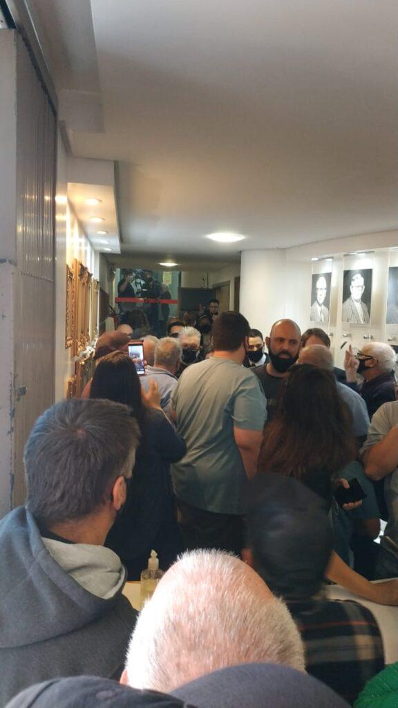 Proposta de aumento do IPTU em Novo Hamburgo gera protesto e pancadaria na sessão da Câmara