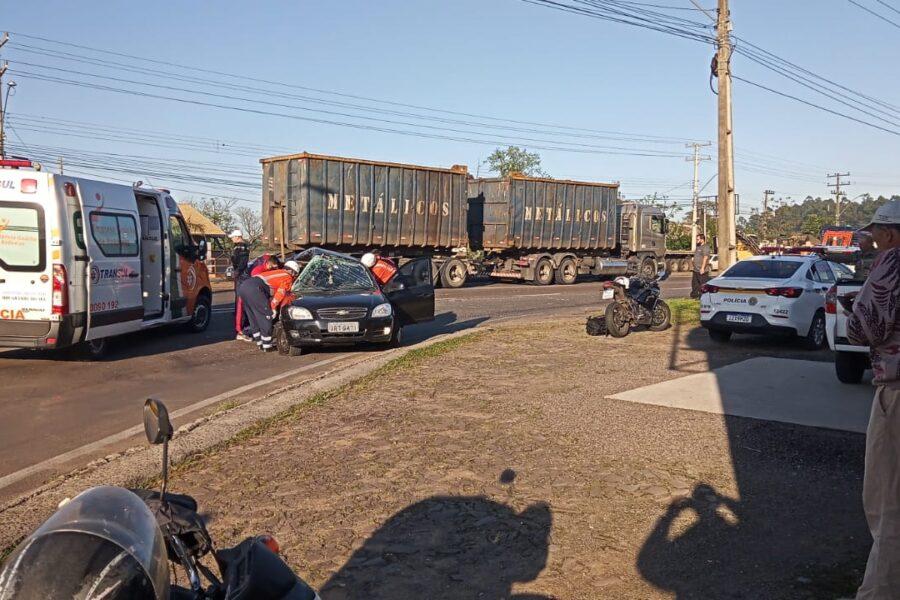 Acidente entre carro e caminhão na RS-240 deixa trânsito lento entre SL e Portão